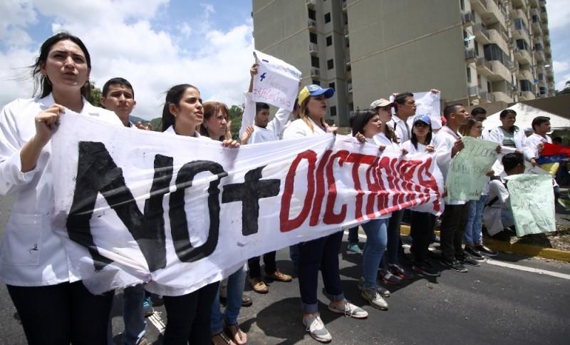 """Gremio médico en Trujillo abogan por el """"auxilio"""" en el sector salud"""