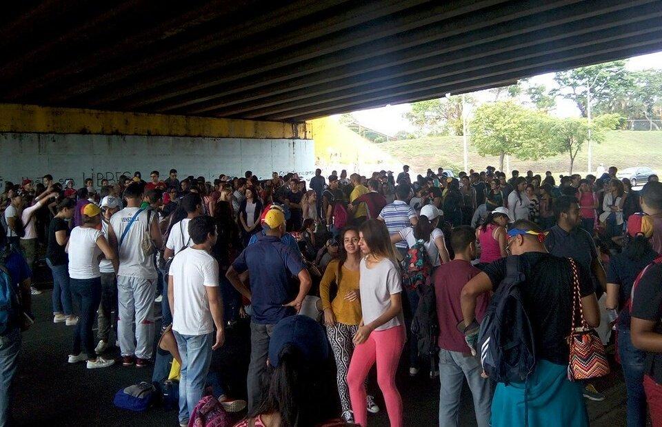 Tensa situación en la UCAB Guayana tras la detención de un estudiante y un profesor (Fotos)