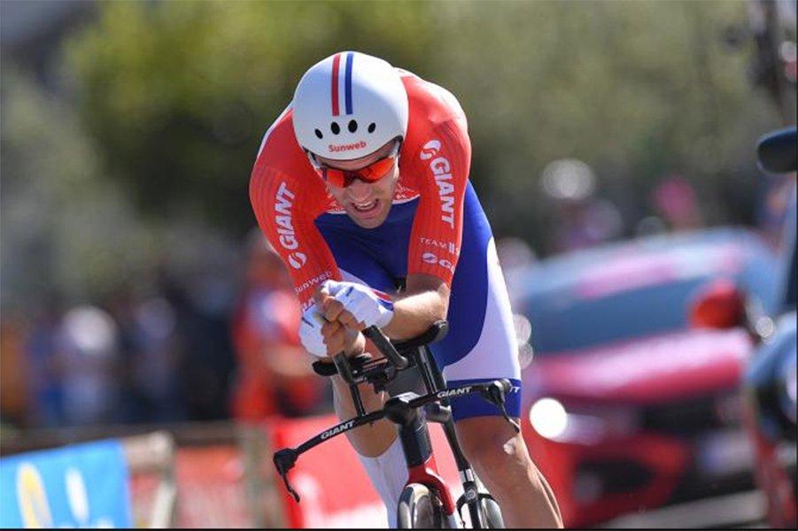 Tom Dumoulin voló en la crono y le arrebata la maglia Rosa a Nairo Quintana