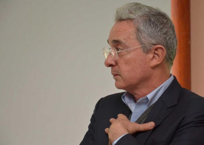 Uribe pide perdón por tuit sobre jóvenes ejecutados en Colombia