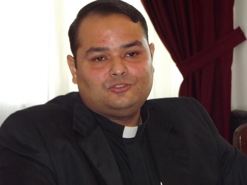 Vea el mensaje del nuevo párroco de la Basílica a los lectores del Noticia al Día (Video+Perfil)