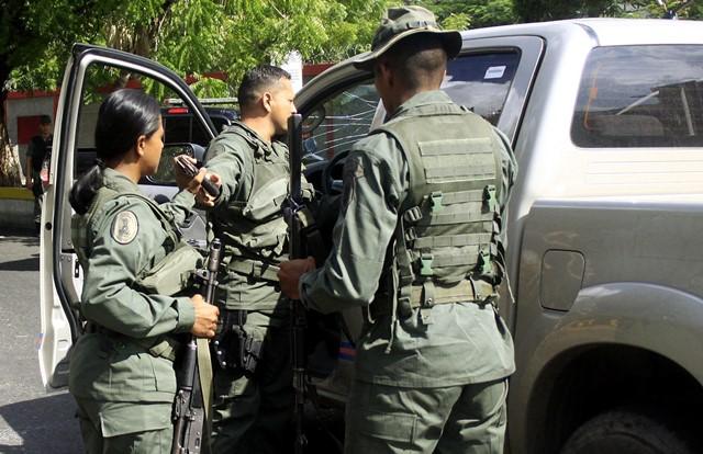 Tres funcionarios de la FANB resultaron detenidos tras intentar vender armas