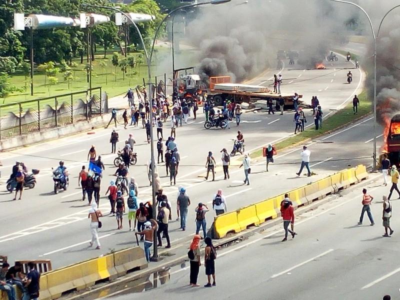 Disturbios-en-La-Carlota-23-06-17-e1498247456958.jpg