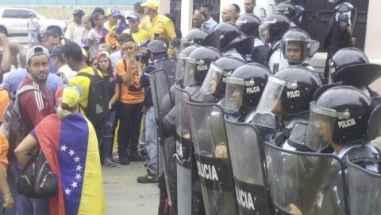 Marcha-en-Vargas-al-CNE-Regional-contra-Constituyente-e1496934071967.jpg
