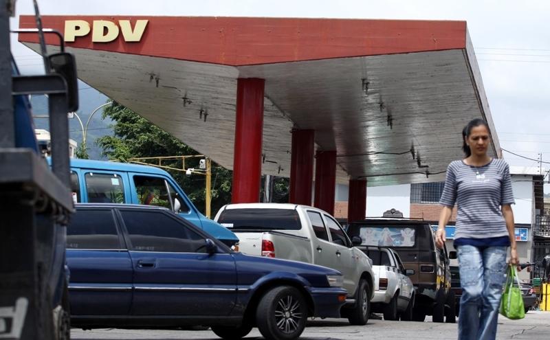 Estaciones abiertas y otras cerradas: Siguen las colas por combustible en Trujillo