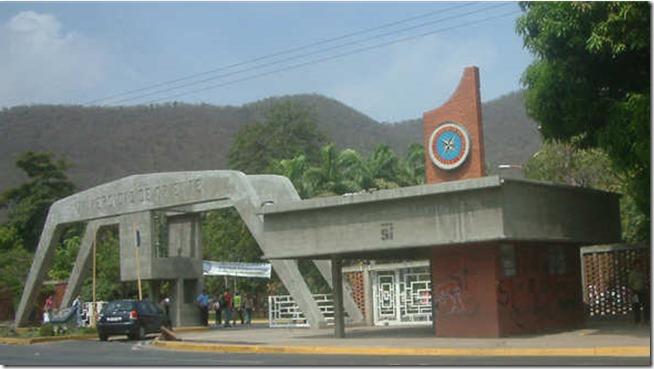Camión con alimentos fue saqueado por encapuchados en la UDO Anzoátegui