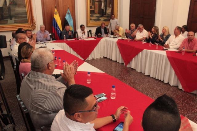 """Arias Cárdenas y Ministro de Pesca realizaron una reunión con el sector camaronero: """"Vamos a escuchar propuestas y presentar soluciones"""""""
