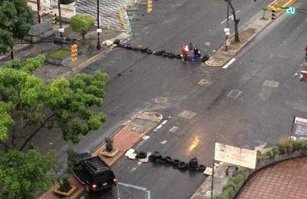 Cierran avenida Rómulo Gallegos a la altura de Horizonte #13Jun (Fotos)
