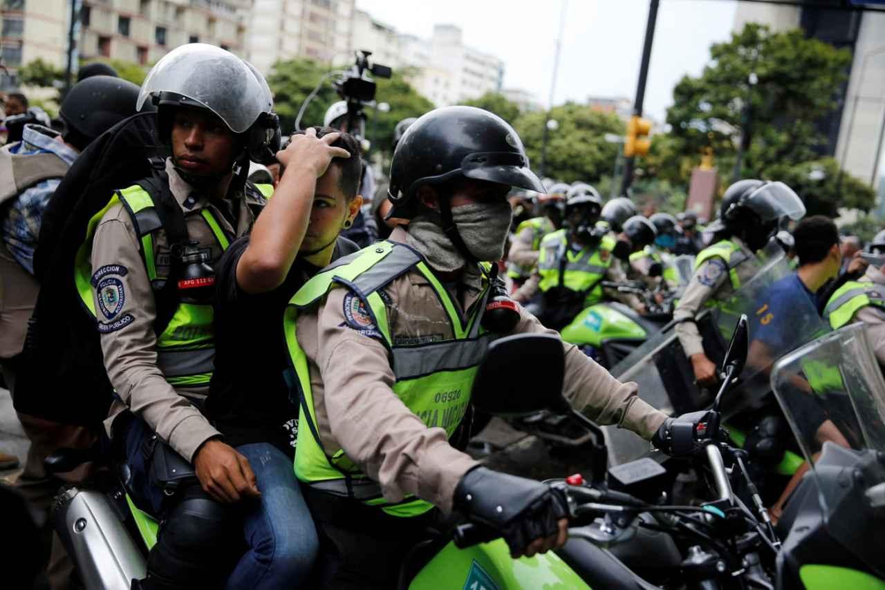 2017-06-19T210036Z_2007780002_RC161B072BA0_RTRMADP_3_VENEZUELA-POLITICS.jpg