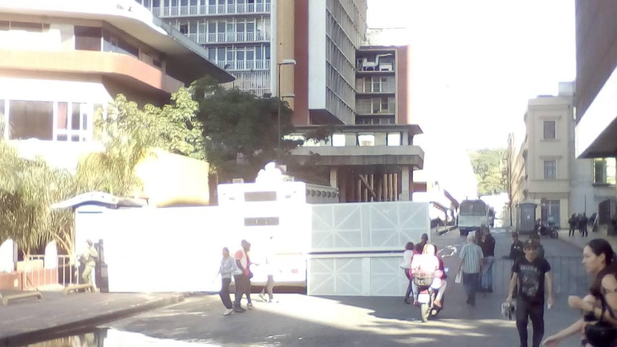 GNB cerró accesos hacia el CNE en Caracas