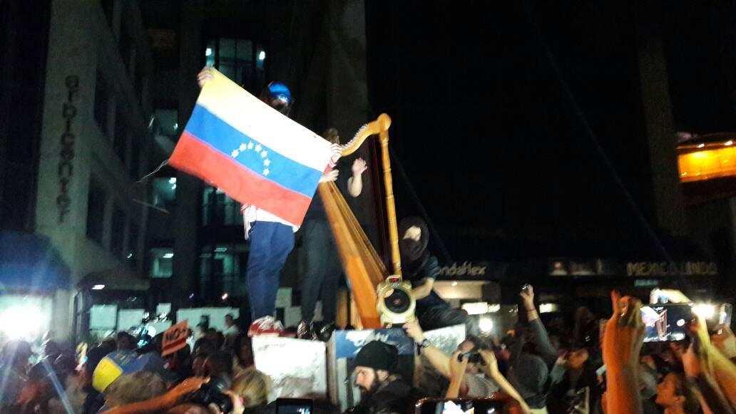 marcha-nocturna-frente-a-la-OEA.jpeg