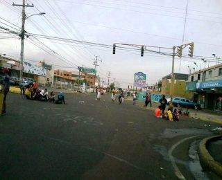 Cierran accesos a URBE, Amparo y Delicias [+Fotos]
