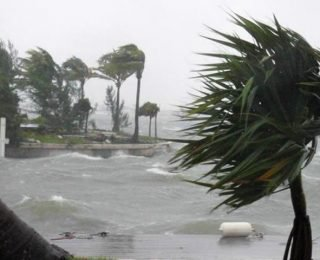 Decretan alerta naranja por posible llegada de tormenta tropical a costas venezolanas
