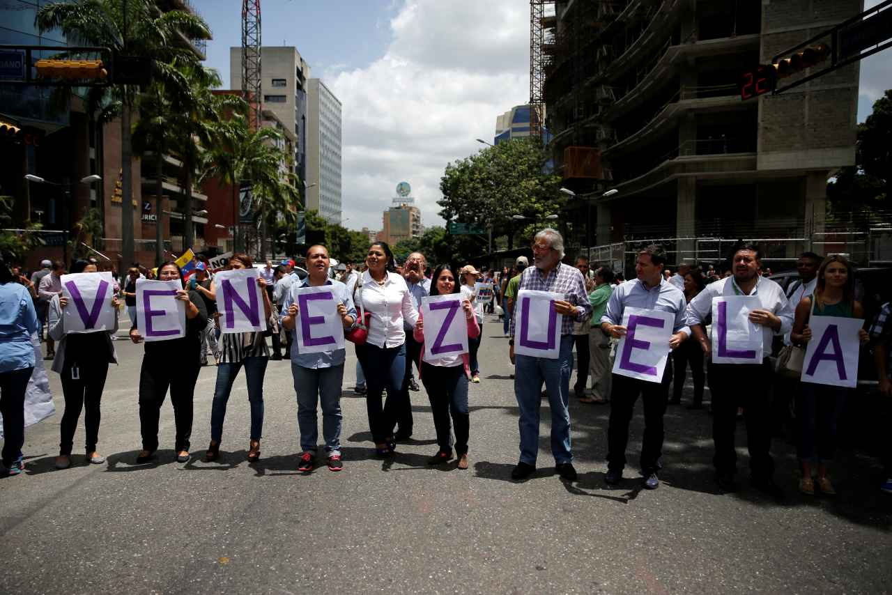 2017-06-23T170105Z_30065477_RC1BCCF71AD0_RTRMADP_3_VENEZUELA-POLITICS.jpg