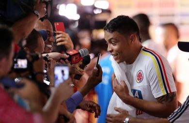 El colombiano Luis Muriel sella fichaje récord con Sevilla