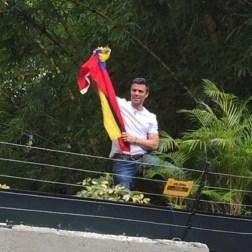 López desde su casa saluda a los venezolanos