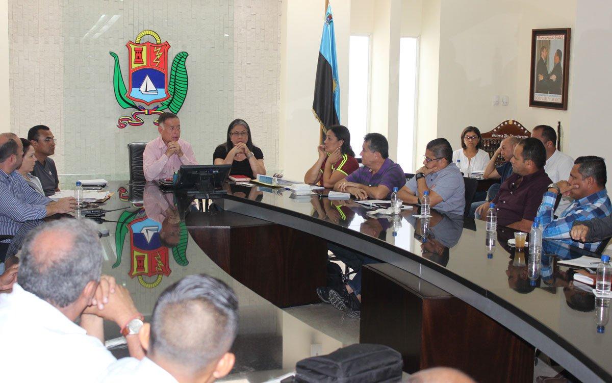 Gobernador Arias Cárdenas se reúne con equipo de saneamietno urbano