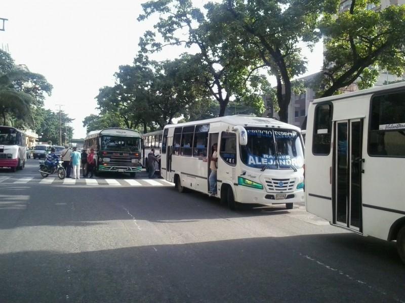 Transportistas de Valencia hicieron paro y exigen aumento de pasaje a Bs. 300