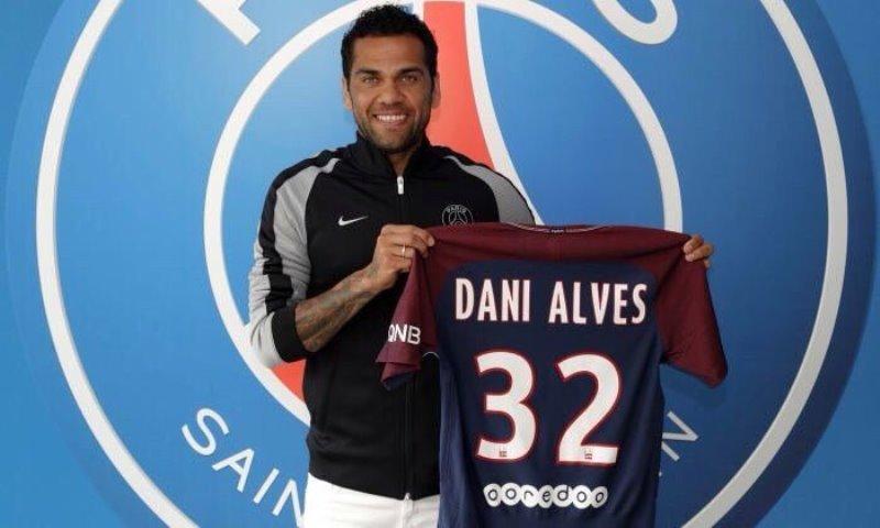 Dani Alves se unió oficialmente a las filas del PSG