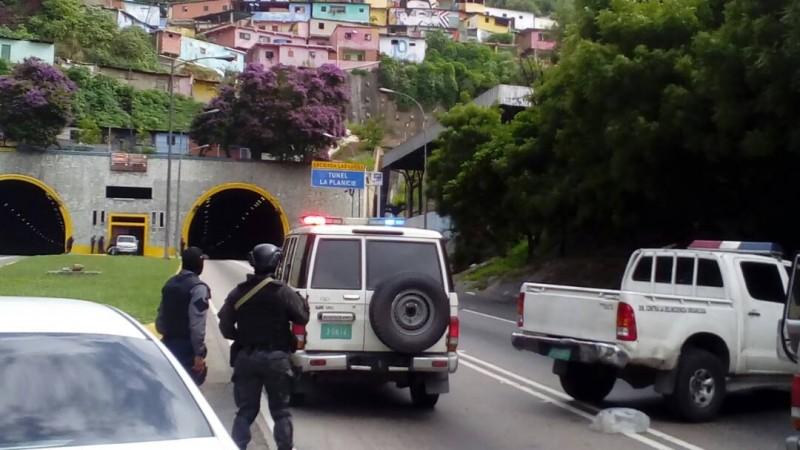 Muere presunto delincuente tras enfrentamiento con PNB en túnel La Planicie