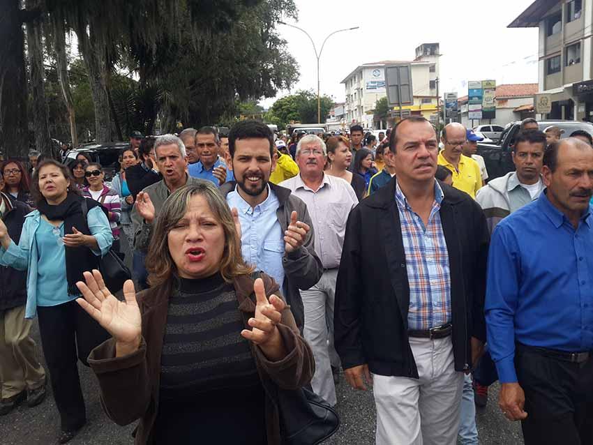 Alcaldes de Mérida pidieron a la Defensoría exija al gobierno recursos de aumentos salariares