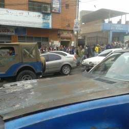 Usuarios trancan en Chacaito y El Junquito en rechazo a aumento de pasaje