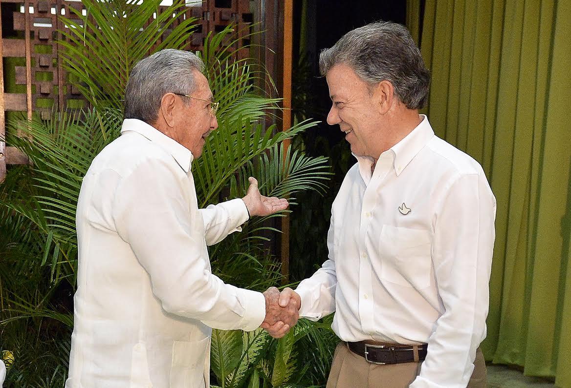 Raul-Castro-y-Juan-Manuel-Santos.jpg