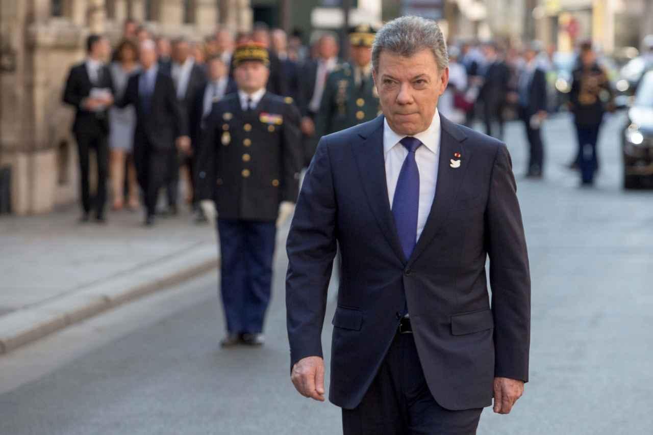 Santos firma decreto que concede amnistía a 3.252 integrantes de las FARC