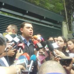 """López llama a seguir la """"lucha"""" luego de recibir medida de cárcel por casa"""