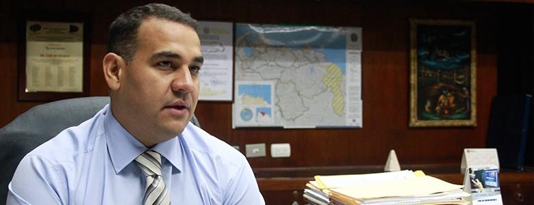 Aseguran que anularon el pasaporte del director del Ministerio Público
