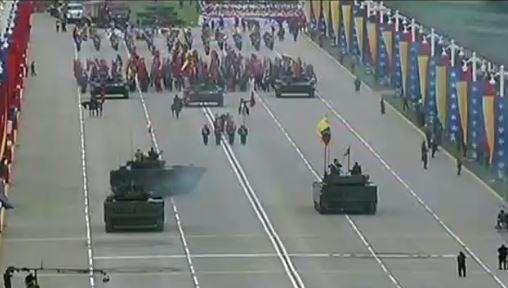 Arranca el desfile cívico militar del 5 de julio