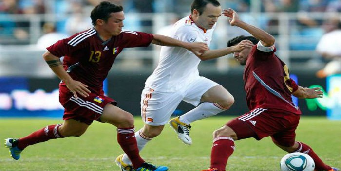 venezuela-vs-españa-Iniesta-vs-Seijas-y-Rincon-700×352.jpg