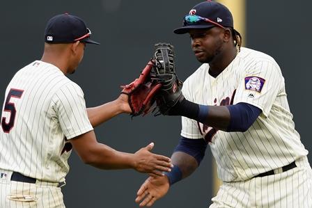 Por-los-Yankees-el-dominicano-GEduardo-Escobar.jpg
