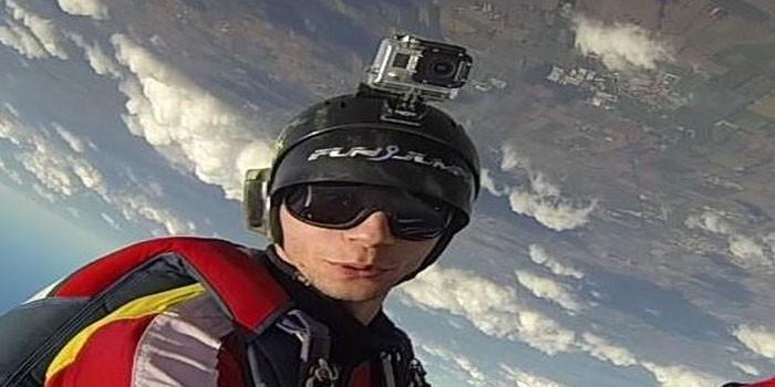 paracaidista-suicida-700×350.jpg