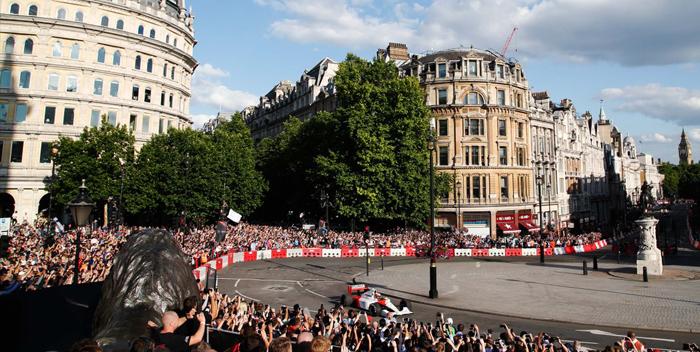 +FOTOS y VIDEO | La F1 rueda en el centro de Londres como aperitivo de Silverstone