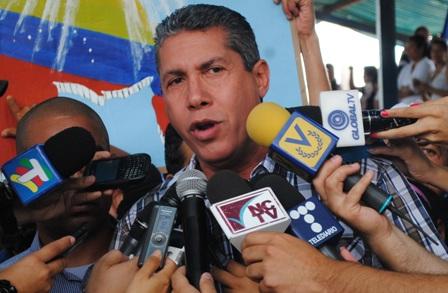 Henri Falcón considera como muy positiva para el país la noticia sobre Leopoldo López