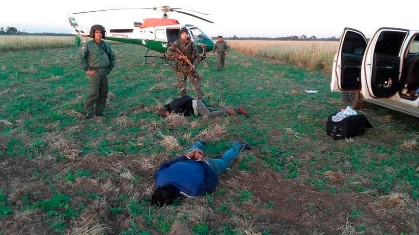 Incautan en Argentina casi dos toneladas de cocaína arrojadas de una avioneta