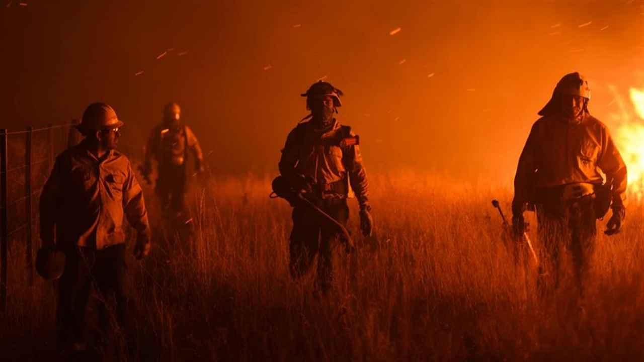 California azotada por furiosos incendios