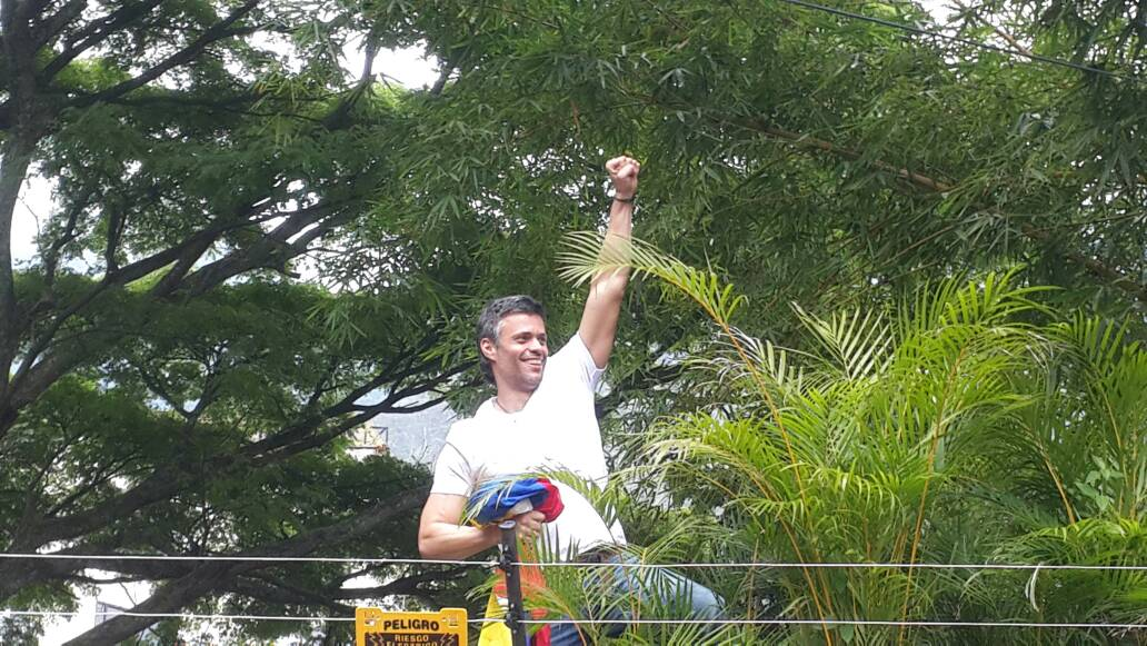 Leopoldo López a un paso de la libertad plena