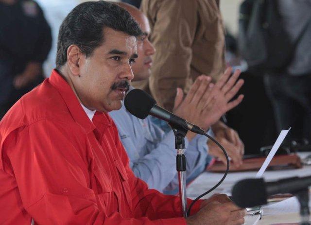 Maduro: Santos me tiene que pedir la bendición porque somos sus padres
