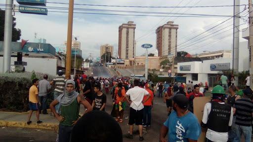 Manifestante se enfrentan al CPBEZ en La Falcón – DiarioRepublica.com