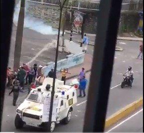 Manifestantes impidieron detención de joven en San Antonio de los Altos (Video)