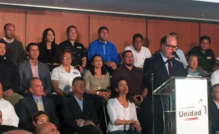 Medida para López es el resultado de las protestas