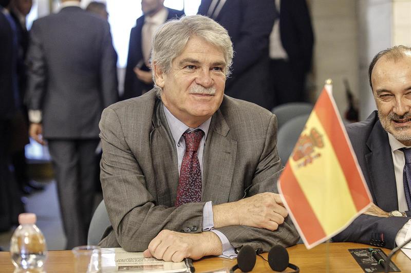 """Ministro español de Exteriores: casa por cárcel de López """"es un paso hacia las elecciones libres"""""""