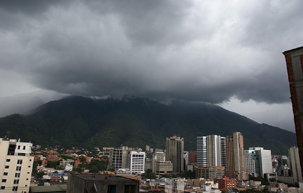 Miércoles con nubosidad y lluvias moderadas en centro, llanos y sur del país