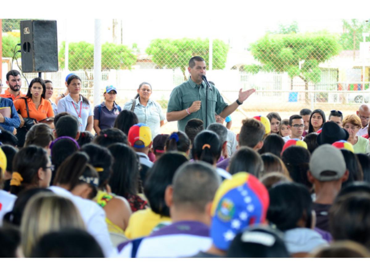 Omar Prieto dio la bienvenida a 860 nuevos trabajadores a la alcaldía de San Francisco