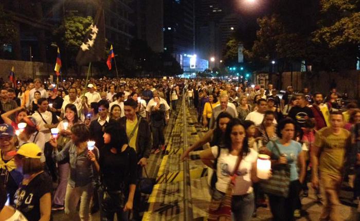 Oposición convoca marcha nocturna para este jueves