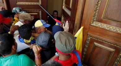 2017-07-05T204419Z_1376810776_RC1BFDE654D0_RTRMADP_3_VENEZUELA-POLITICS.jpg