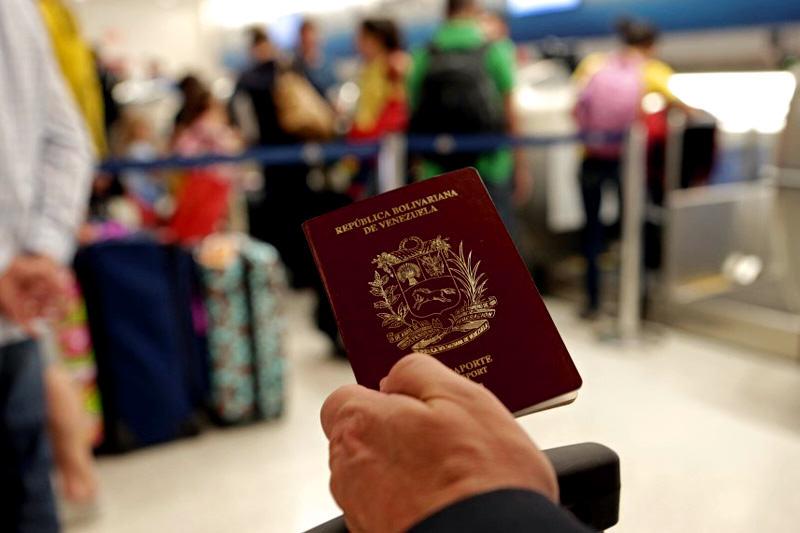 pasaporte-venezolano-aeropuerto-vuelos.jpg
