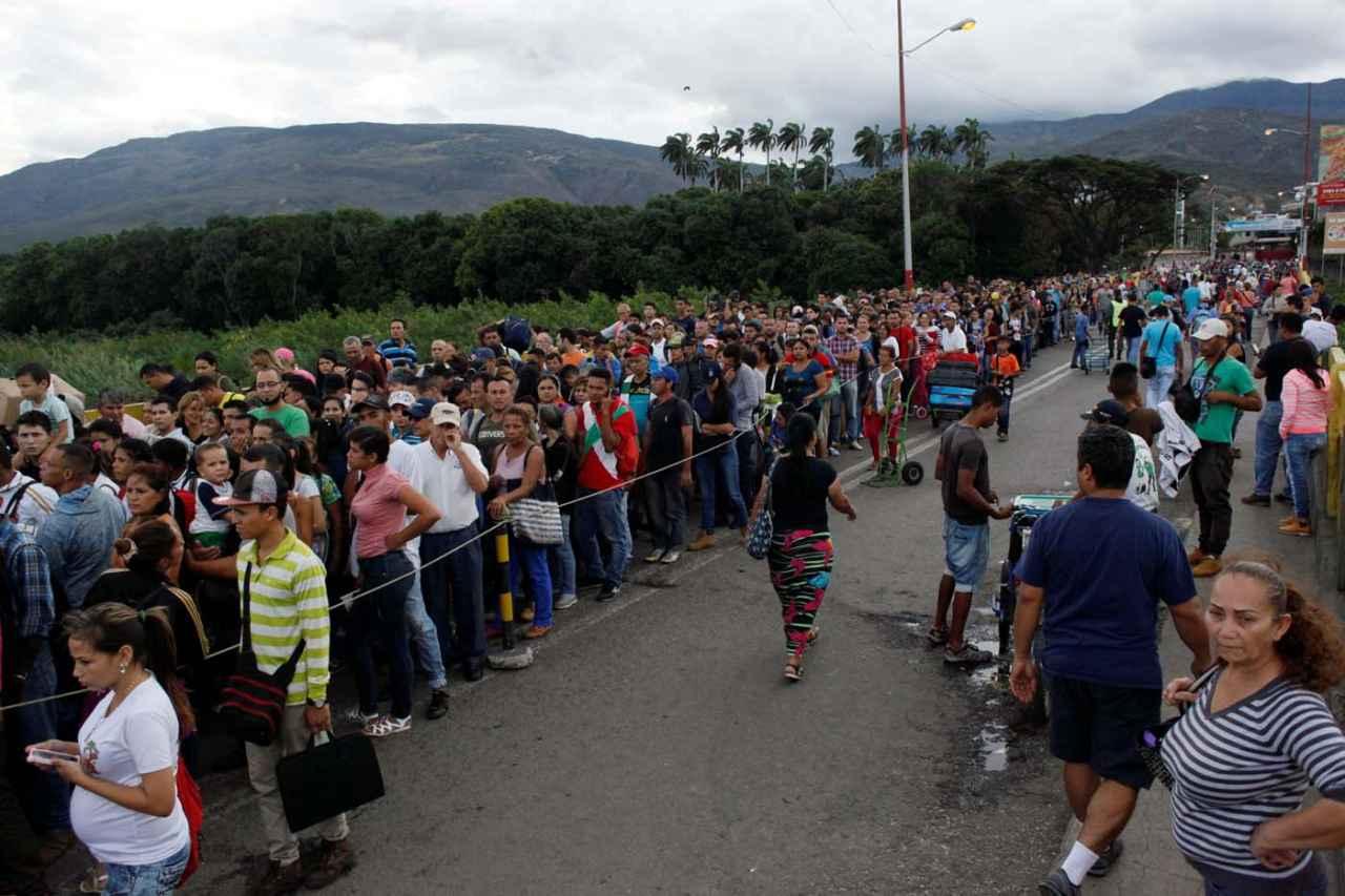 2017-07-25T220740Z_1593811653_RC1BD0860C00_RTRMADP_3_VENEZUELA-POLITICS.jpg